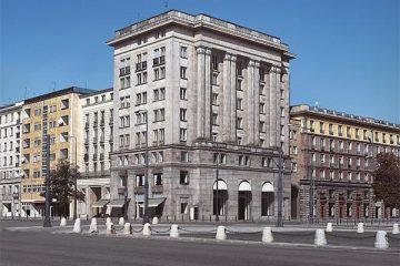 Socialist realism in Warsaw Tour